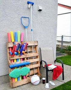 Are you serious..... Looking at pallet ideas lately and was still trying to think of a way to store the pool stuff!  Somedays I do beieve I am losing it - this is happening tomorrow peoples!