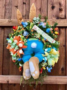 Guirlanda De Páscoa Para Decorar A Casa, Guirlanda Páscoa ideias Wreath Crafts, Diy Wreath, Wreath Ideas, Holiday Wreaths, Holiday Crafts, Spring Wreaths, Easter Wreaths Diy, Hoppy Easter, Easter Bunny