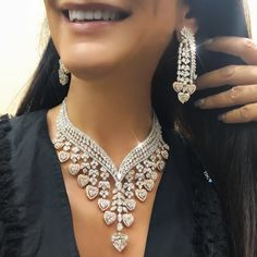My heart belongs to India! Of course the first Piece I had to try on is this - Rocking a 10 carat heart shape center stone, with carats total! Stylish Jewelry, Jewelry Sets, Fashion Jewelry, High Jewelry, Diamond Necklace Set, Diamond Jewelry, Stone Necklace, Silver Jewelry, Bling Bling