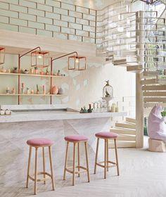 cuisine contemporaine avec une décoration scandinave inspirante en bois et couleurs pastel