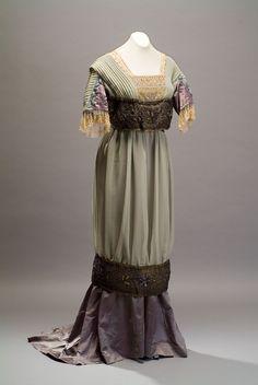 Evening dress, circa 1910, from the Museo de Historia Mexicana.