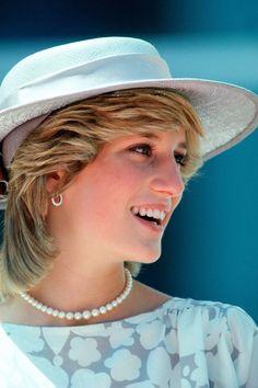 Lady Diana: 26 defining pieces of jewelry Lady Diana Spencer, Princess Diana Fashion, Princess Diana Pictures, Real Princess, Princess Of Wales, Estilo Real, Vogue Paris, Style Icons, Ideias Fashion