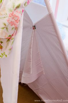 Learn how to create a DIY Teepee No Sew with this step-by-step tutorial. No Sew Teepee, Diy Kids Teepee, Bed Furniture, Plywood Furniture, Furniture Design, Diy For Kids, Crafts For Kids, Slumber Parties, Diy Bed