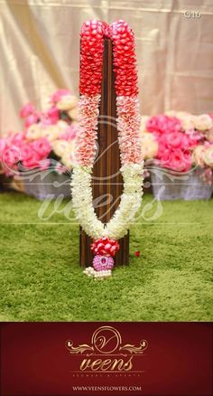 Garland / Varmala Ideas for Indian Weddings - - Flower Garland Flower Garland Wedding, Floral Garland, Flower Garlands, Flower Bouquet Wedding, Wedding Garlands, Wedding Dress, Marriage Decoration, Wedding Stage Decorations, Flower Decorations