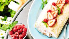 Kuohkea marenkirulla on juhlava jälkiruoka, joka on helppo valmistaa. Vaihtele täytettä sesongin mukaan eri hedelmillä tai marjoilla. Cheesecake, Strawberry, Fruit, Desserts, Food, Tailgate Desserts, Deserts, Cheesecakes, Essen