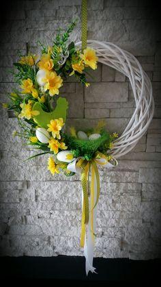 Xmas Wreaths, Deco Mesh Wreaths, Easter Wreaths, Flower Arrangement Designs, Floral Arrangements, Easter Flowers, Spring Flowers, Diy Easter Decorations, Christmas Decorations