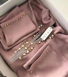 Extraordinary Bohemian fashion plus size ideas,Fashion dresses girl trends and Fashion design branding ideas. Pakistani Fashion Casual, Pakistani Dresses Casual, Pakistani Dress Design, Abaya Fashion, Muslim Fashion, Fashion Dresses, Fashion Fashion, Autumn Fashion, Fashion Mask