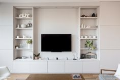 Rénovation d'un appartement de 140M2 à Neuilly. Conception Atelier54 réalisation mon concept habitation. Apartment Renovation, Renovation Paris, Beautiful Living Rooms, Living Room White, Living Room Designs, Best Living Room Design, Built In Wall Units, Tv Built In, Living Room Shelves