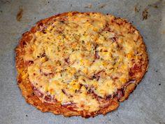 Mennyei Túró alapú fitt pizza recept! Ez a túró alapú fitt pizza recept elsősorban a diétázók számára jelenthet jó megoldást, ha már unalmasak a megszokott fogyókúrás fogások. Én mindig szívesen eszem, mert nem csak nagyon finom, de egy pár szeletet tényleg lelkiismeret-furdalás nélkül meg lehet enni. Bármilyen feltéttel fogyaszthatjuk, mint az igazi pizzát, de természetesen ne számítsunk egy olasz pizzatésztára. Egy próbát mindenképpen megér, ha vigyázni akarunk a vonalainkra. :) Hawaiian Pizza, Fitt, Quiche, Mashed Potatoes, Paleo, Health Fitness, Cheese, Baking, Breakfast