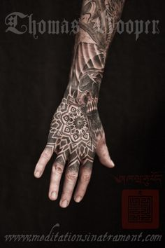 Freaky hand tattoo mandalas from New York City! Geometric Tattoo Hand, Tribal Hand Tattoos, Herren Hand Tattoos, Mandala Hand Tattoos, Small Hand Tattoos, Hand Tattoos For Women, Hand Tats, Feather Tattoos, Wolf Tattoo Sleeve