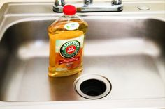 Incredible Murphy& Oil Soap Hacks And Uses Diy Home Cleaning, Cleaning Wood, Deep Cleaning Tips, Household Cleaning Tips, Cleaning Recipes, House Cleaning Tips, Natural Cleaning Products, Cleaning Solutions, Cleaning Hacks