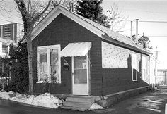 Shotgun House in Utah,   In Utah the shotgun house is uncommon; it is usually encountered in mining towns and urban working-class neighborhoods.