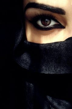 Arabic makeup..black eyes ❤