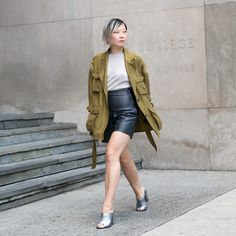 When kharki and silver collide #lilianblank #fashion #style #ootd #outfit #trend #vintage #leather #shorts #utility #kharki #silver #metallic #elietahari #mules #hm #hmconscious #topshop #utilityjacket