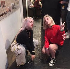 Billie Eilish and a fan :)) Billie Eilish, Pretty People, Beautiful People, Album Cover, Style Outfits, Future Wife, Lady And Gentlemen, Queen, Celebs
