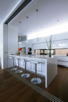 Most Design Ideas Plan Kitchen Decor In White Pictures, And Inspiration – Modern House Small Condo Kitchen, Open Plan Kitchen, Apartment Kitchen, Kitchen Decor, Kitchen Ideas, Kitchen Island, Kitchen Cabinets, Modern Kitchen Design, Interior Design Kitchen