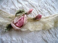 EXQUISITE-ANTIQUE-FRENCH-SILK-PINK-RIBBON-WORK-ROSE-FRENCH-LACE-TRIM-FRAGMENT