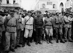Πολυεθνική αστυνομία. Εγγλέζοι, Γάλλοι, Σέρβοι, Ρώσοι και Ιταλοί αστυνομικοί τον Αύγουστο του 1916, φωτογραφημένοι από τον Ariel Varges. Thessaloniki, Ariel, History, Historia