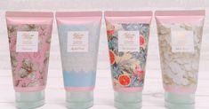 キャンメイク(CANMAKE)のフレグランスシリーズの香水とハンドクリームのセットがプチプラなのにすごいよい!上品な甘い香りの「ホワイトブーケ、柑橘系さっぱりの 「ピンクグレープフルーツ」、清潔感のある「マイガールフレンド」大人っぽい「ランデブー」、全部おすすめです。 Japanese Makeup, Pint Glass, Voss Bottle, Body Care, Packaging Design, Canmake, Make Up, Skin Care, Tableware