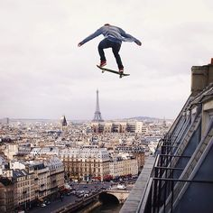 Photographer Robert Jahns aka nois7 creates amazing manipulated photos of death-defying scenes