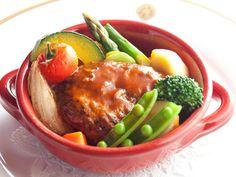 資生堂パーラー「南の島豚と黒毛和牛の煮込みハンバーグ 彩り野菜添え」