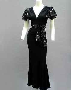An elegant black crepe evening dress, 1933. #vintage #1930s #fashion