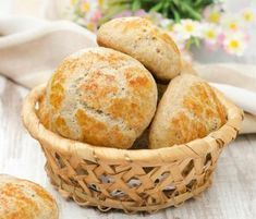 Hüttenkäse-Brötchen - ohne Kohlenhydrate, Backofen auf 150 Grad vorheizen.