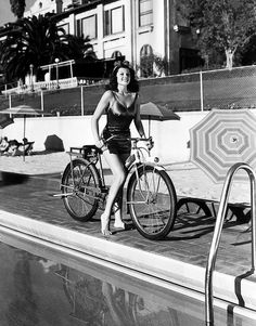 Rita Hayworth, old Hollywood Glamour on a bicycle! Rita Hayworth trying out some new tricks on her bicycle during trip w. friends through the hills 1940 Westwood CA Us Photo Peter Stackpole Time Magazine. Hollywood Icons, Hollywood Stars, Classic Hollywood, Old Hollywood, Hollywood Glamour, Rita Hayworth, Velo Vintage, Vintage Bicycles, Vintage Style