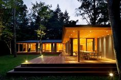 Modern Glass House, Modern Small House Design, Residential Architecture, Modern Architecture, Casas Country, Build My Own House, Japanese Style House, House Extension Design, Brown House