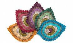 Free Crochet Pattern in English & Dutch: French Mini Peacock Feather Chat Crochet, Crochet Motifs, Freeform Crochet, Crochet Squares, Crochet Blanket Patterns, Irish Crochet, Crochet Stitches, Crochet Applique Patterns Free, Crochet Appliques