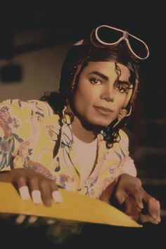 Michael Jackson in set of Leave Me Alone, the short film, recorded in 1987 released in Mike Jackson, Michael Jackson Bad Era, Jackson Music, Jackson Family, Michael Jackson Wallpaper, Joseph, Mj Bad, Wedding Night, Film Movie