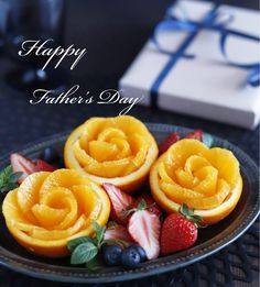 Deco Fruit, Fruit Decorations, Colorful Fruit, Fruit Art, Happy Fathers Day, Food Art, Cantaloupe, Sweets, Cooking