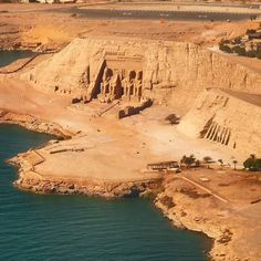 is this before or after being moved to avoid being submerged when the Aswan Dam was built? An enduring tribute erected by Ramses workers, and saved by UNESCO in the Egypt Map, Old Egypt, Cairo Egypt, Places To Travel, Places To See, Ancient Ruins, Ancient Artifacts, Ancient Greece, Ancient History