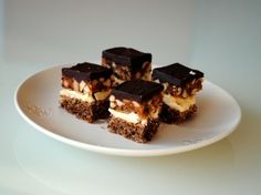 Snickers cake - the perfect dessert with chocolate, caramel and peanuts! Snickers Cake, Time To Eat, Eat Cake, Tiramisu, Sweet Tooth, Caramel, Cheesecake, Yummy Food, Ethnic Recipes
