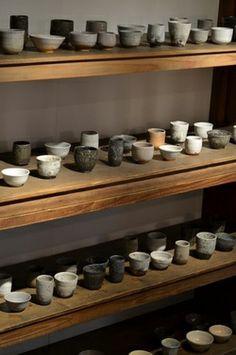 Yunomi collection by Ootani Kosakushitsu cool display Ceramic Bowls, Ceramic Pottery, Ceramic Art, Stoneware, Slab Pottery, Wabi Sabi, Japanese Ceramics, Japanese Pottery, Japanese Tea Cups