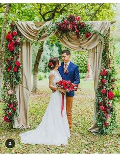 | Fall Wedding Arches, Red Wedding, Floral Wedding, Backdrop Ideas, Magical Wedding, Ideas Para Fiestas, Weddingideas, Wedding Photo Booths, Wedding Photos