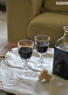 Te explicamos paso a paso, de manera fácil, cómo elaborar la receta de licor de café con un toque de chocolate. Tiempo de elaboración, ingredientes,