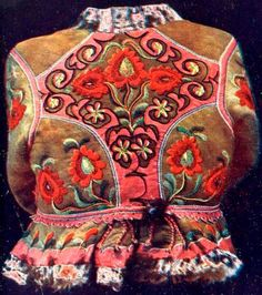 Hungarian Embroidery Hungarian sheepskin jacket with embroidery ködmön Hungarian Embroidery, Folk Embroidery, Learn Embroidery, Embroidery For Beginners, Embroidery Techniques, Embroidery Patterns, Parisienne Chic, Stitch Head, Chain Stitch Embroidery
