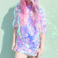 wowwww glitter shirt dress and pink hair chalk? Holographic Dress, Holographic Fashion, Looks Style, My Style, Space Grunge, Glitter Shirt, Pastel Fashion, Hipster, Look Cool