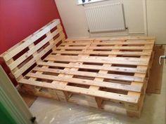 Bett selber bauen glasbausteine  Bett aus Europaletten | Zukünftige Projekte | Pinterest | Bett aus ...