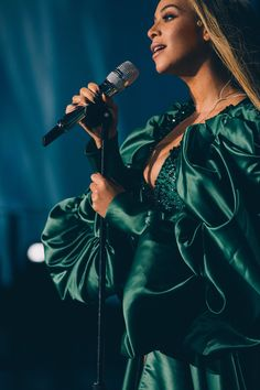 Beyoncé performing at the Global Citizens Festival 2018 Estilo Beyonce, Beyonce 2013, Beyonce Fans, Beyonce Style, Beyonce Knowles Carter, Beyonce And Jay Z, Beyonce Quotes, Divas, Destiny's Child