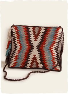 The flamestitch bag is handcrocheted of alpaca 5e7a21fe2