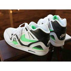 Dormir et rêver de cette paire: - Nike Air Tech Challenge 2 - #Nike