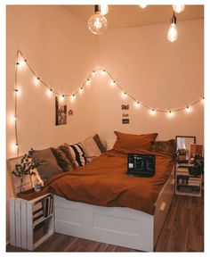 Bedroom Decor For Couples, Diy Home Decor Bedroom, Budget Bedroom, Modern Bedroom, Decor Room, Bedroom Ideas, Bedroom Vintage, 70s Bedroom, Bedrooms
