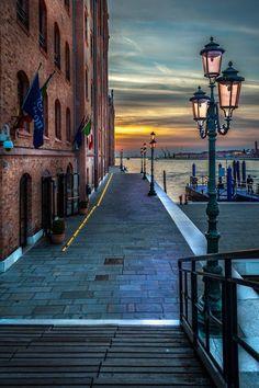 Galleria Piziarte - Google+Marco Luce originally shared: Tramonto a Venezia, Veneto, Italia #venice #italy #sunset