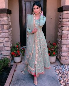 How pretty does Reena look in this though 😍💕👸🏽 Love the outfit colour, summer wedding attire style ✨🙌🏽☀️ Party Wear Indian Dresses, Dress Indian Style, Pakistani Wedding Dresses, Indian Wedding Outfits, Pakistani Outfits, Indian Outfits, Indian Clothes, Punjabi Wedding Suit, Wedding Salwar Suits