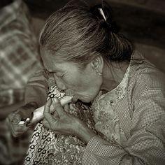'Old smoker woman'. © RicardMN Photography.