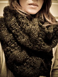 Chunky Waffle/Cable Snood pattern. I love this colour .... sepia and espresso...