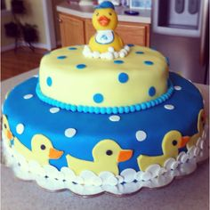 Rubber duck baby shower cake http://www.modern-baby-shower-ideas.com/duck-baby-shower.html