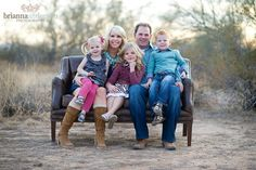 This is a very informal and natural pose! Family Portrait Ideas